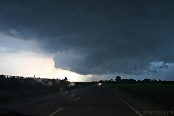 Rapidly rotating wall cloud